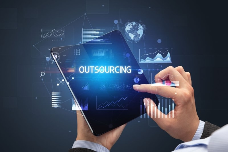Insourcing vs Outsourcing -6