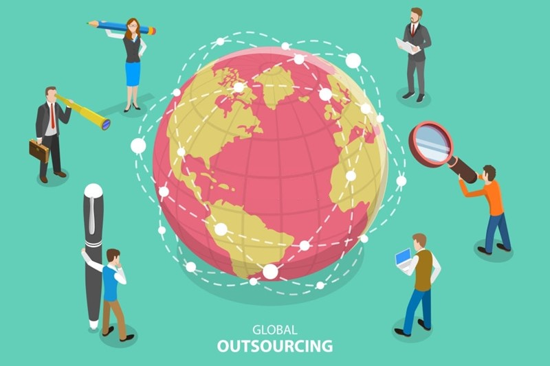 Insourcing vs Outsourcing -2