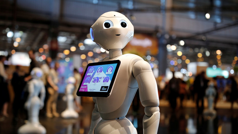 robot-shopping-assistants-savvycom